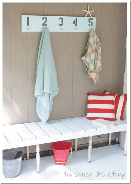 Easy DIY outdoor bench - such an easy way to create more seating outside!