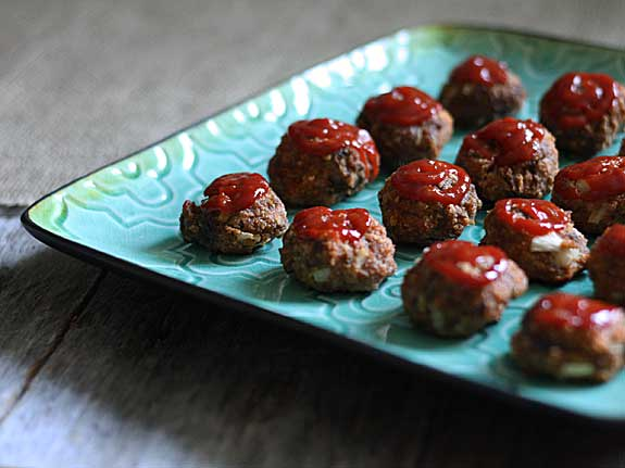 These meatloaf bites look so good! They'd be perfect for my next party.