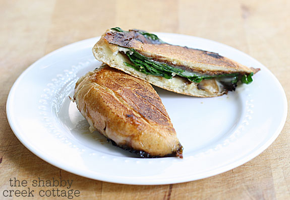 Spinach Mushroom Panini - an easy lunch option that's healthy and delicious and you'll never miss the calories or the meat!