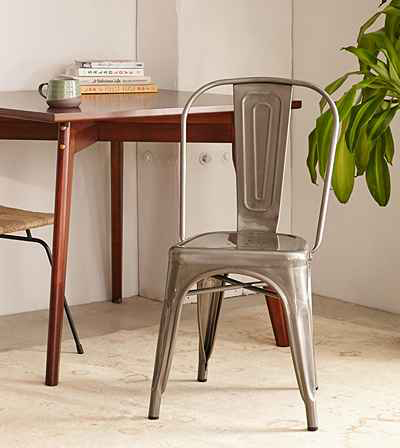 Love these farmhouse style metal cafe chairs - perfect for that industrial look.