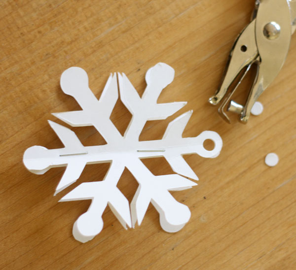 easy-snowflake-ornaments