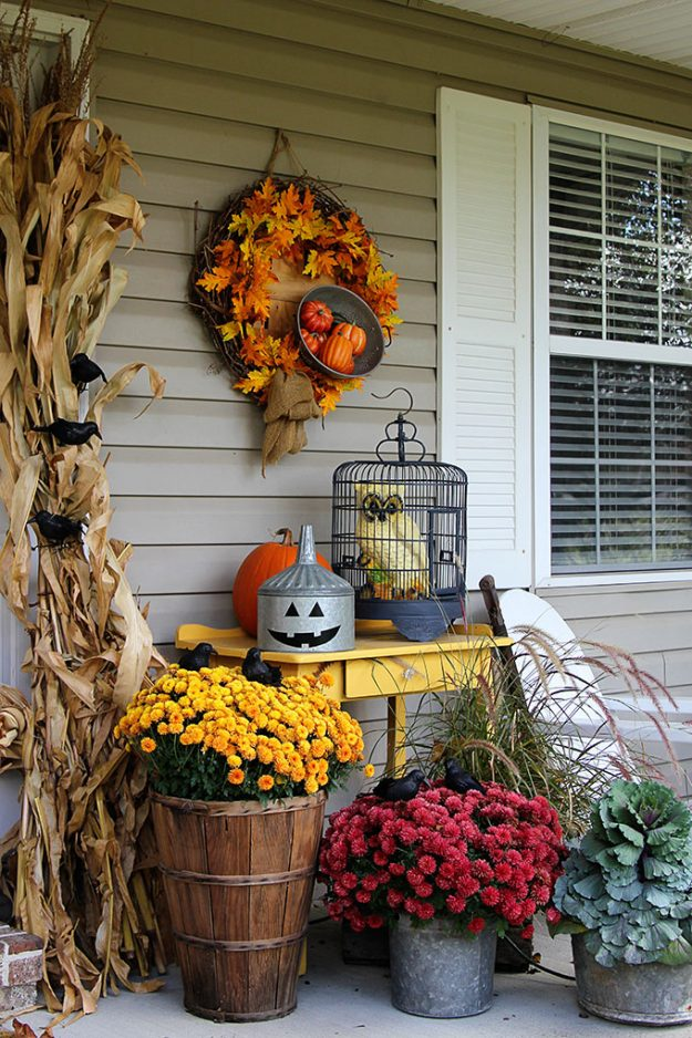 Love all the flowers - it's one of those great halloween porch decorating ideas that aren't spooky!