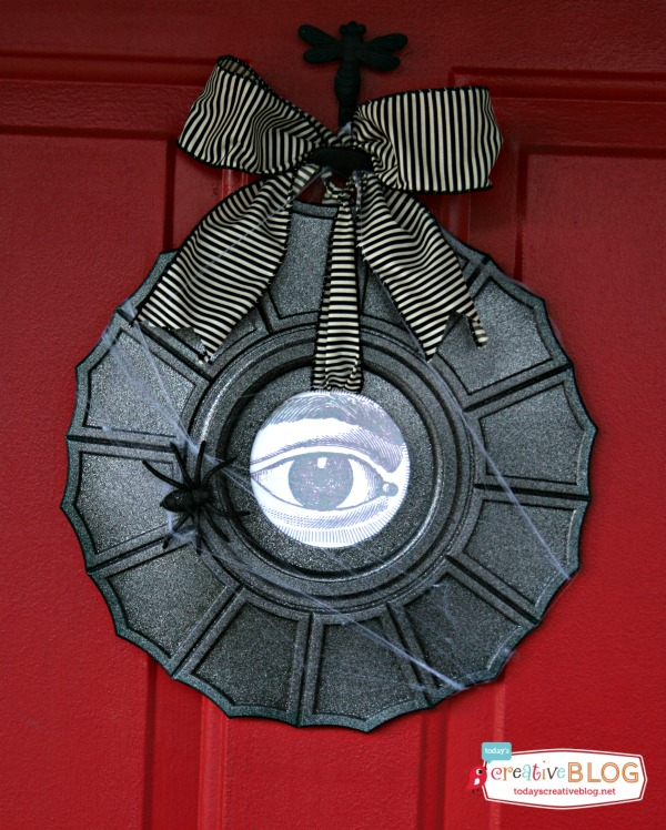 Definitely adding this wreath to my pile of Halloween porch decorating ideas!
