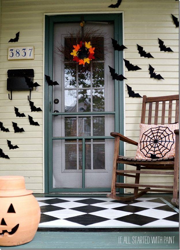 Fun Halloween porch decorating ideas - love the cute pillow!
