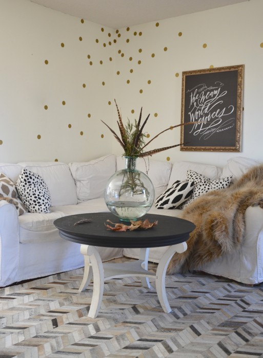 Nester Gold Dot Walls