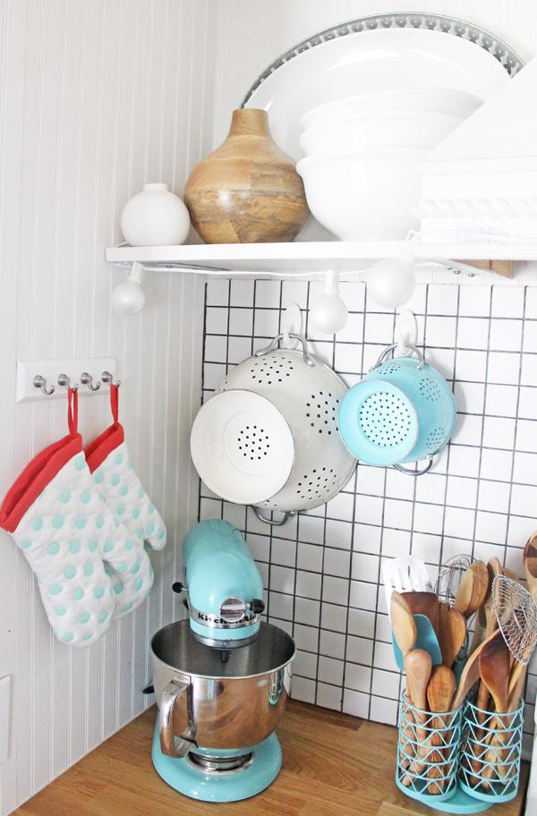 Small kitchen organizing ideas #damagefreeDIY