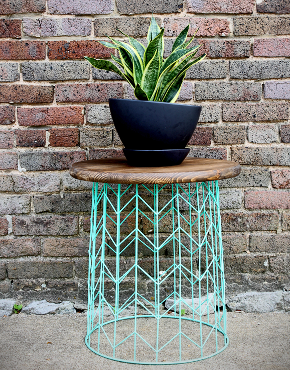 make this: wire basket side table