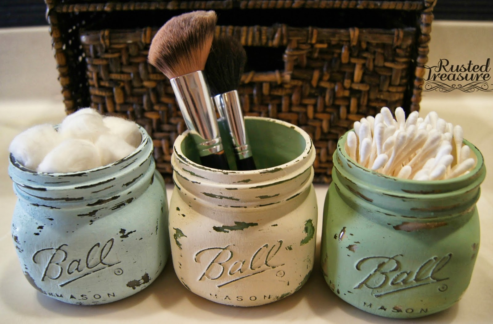 Simple painted mason jars for bathroom