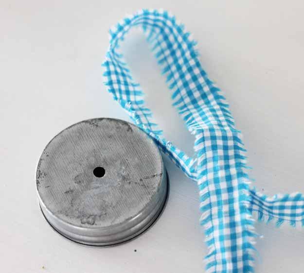 Super cute mason jar ornament - love this idea for small gifts! Looks so easy!