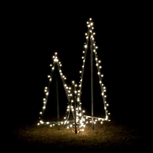 An Easy Way To DIY Outdoor Lighted Christmas Trees. Free Tutorial To Show  How Step