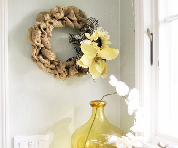 How to make a burlap wreath