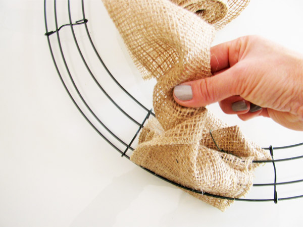 How to make the classic burlap wreath. Best tutorial I've seen, clear instructions with step by step photos.