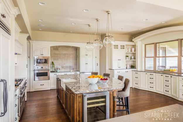 I love these kitchen cabinets (the whole kitchen is gorgeous!)