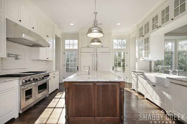 that kitchen island is gorgeous!