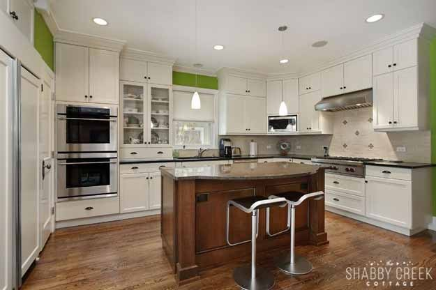 that pop of green really makes this kitchen!