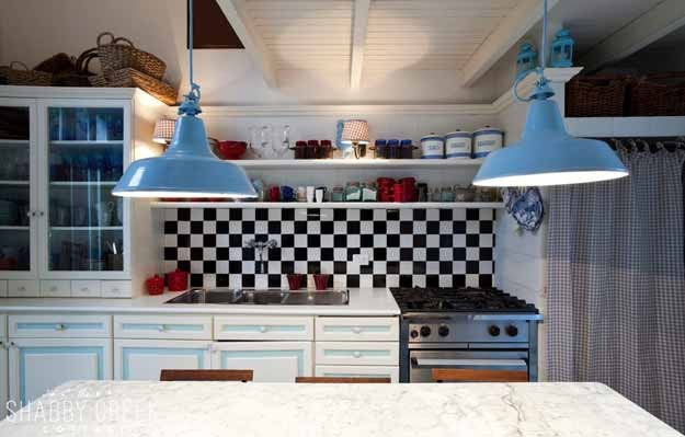 what a fun retro kitchen!