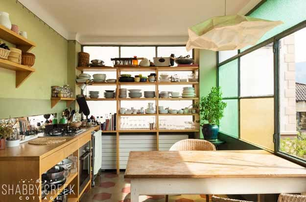 what a warm and quirky kitchen - I'd love cooking here!