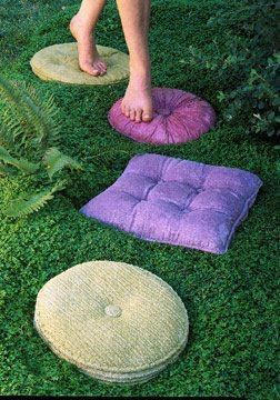 Pillow stepping stones - love all these great garden ideas!