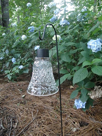 Solar light lanterns - great garden upcycle ideas!