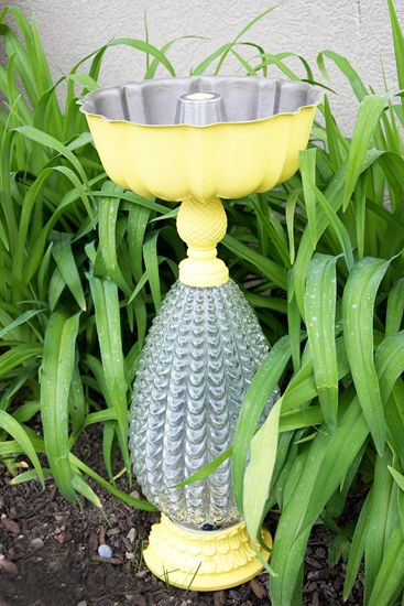 Great ideas to repurpose old lamps: turn one into a bird bath.