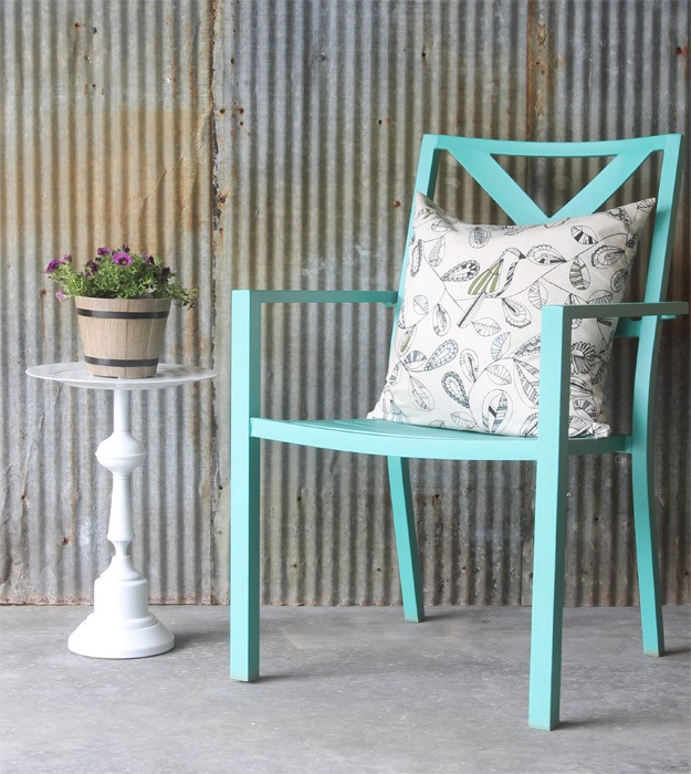 What a great way to repurpose an old lamp - turn it into a pretty little side table. Tons of other great ways to use old lamps, too!