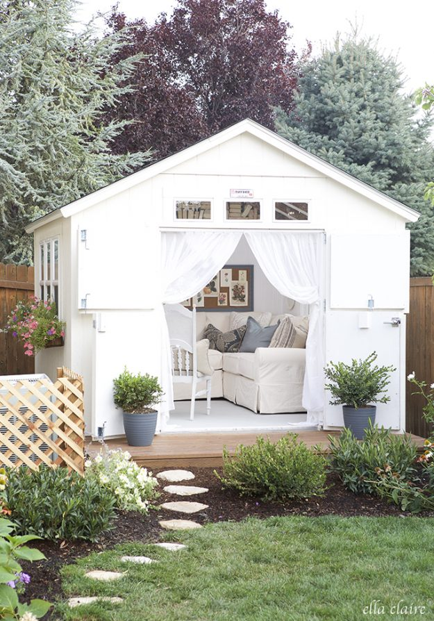 So many gorgeous she-sheds, this one is simply gorgeous!