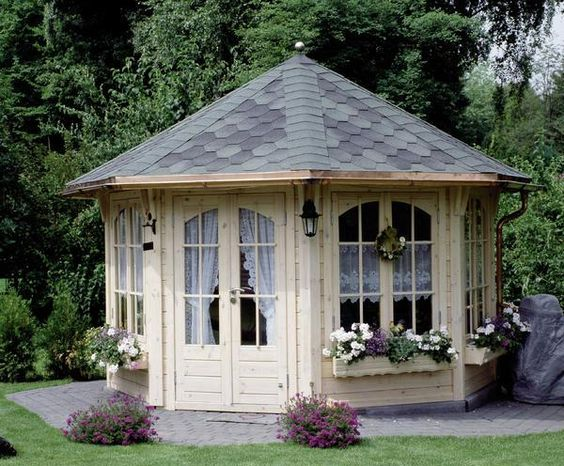 so many great she-sheds! love this octagon one!