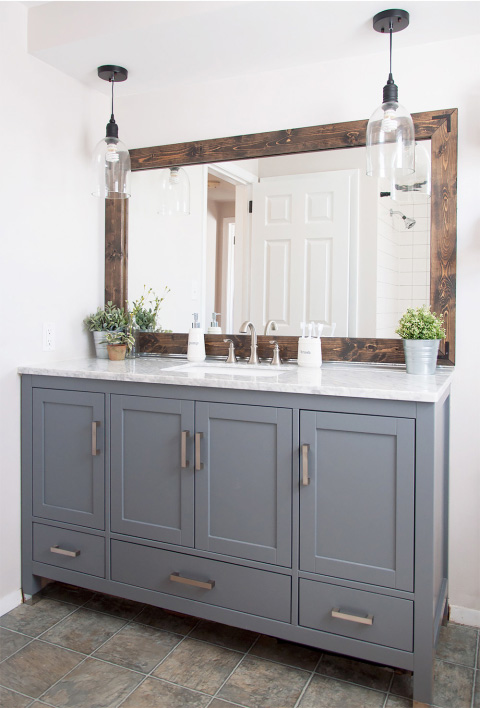 Great farmhouse bathroom updates that are easy on the budget - love this bathroom mirror makeover!