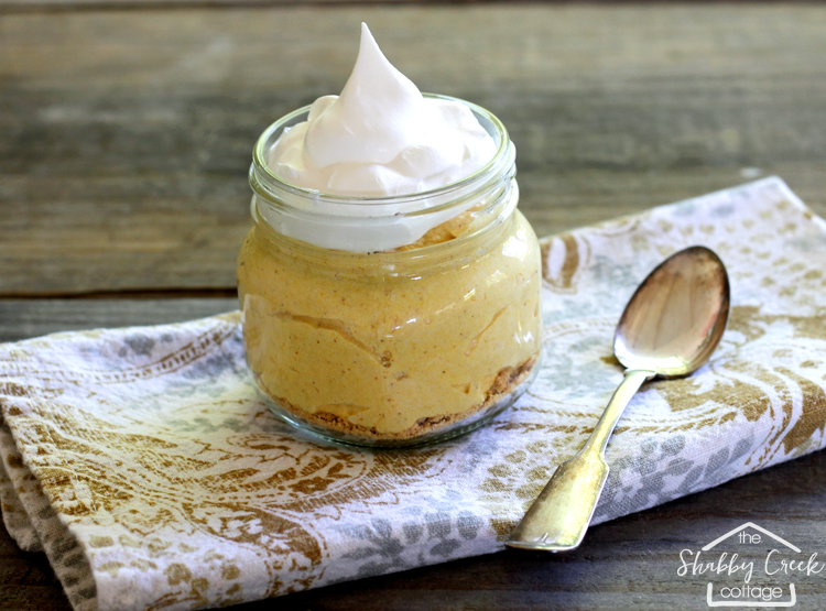 Easy no bake pumpkin cheesecake - such an easy recipe. Adding this one to my faves!