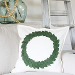 How to make a DIY wreath pillow in minutes - love this easy craft idea!