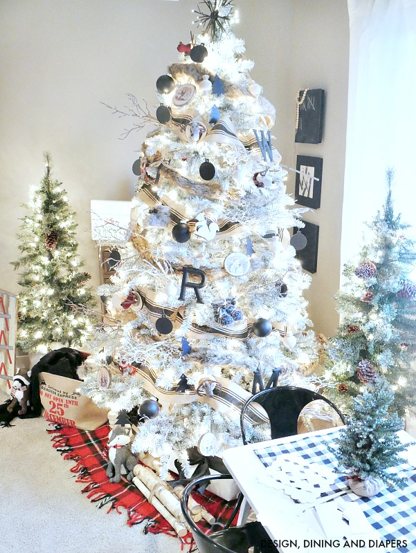 Lovely Christmas tree decorating ideas - unique black & white tree