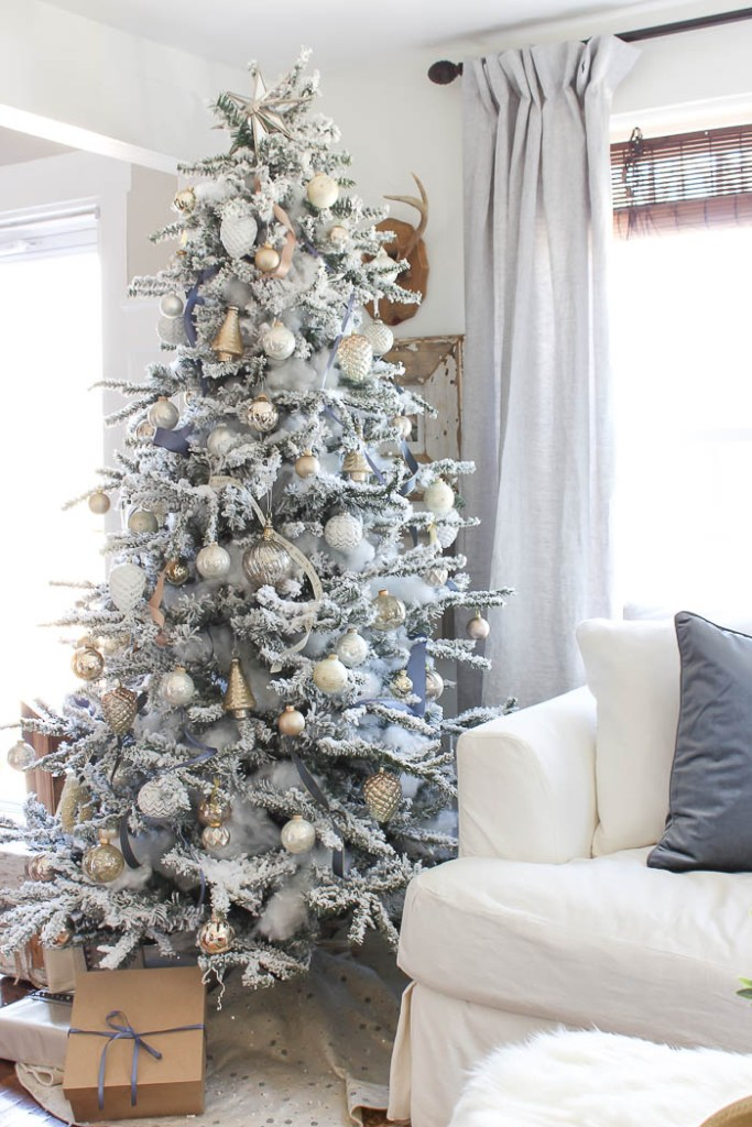 Adding This To My Christmas Tree Decorating Ideas Inspiration Created A Frosted Look With A Flocked Tree The Shabby Creek Cottage