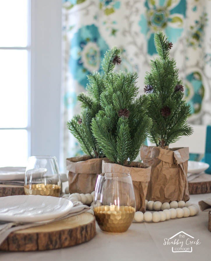 round-table-winter-tablescape