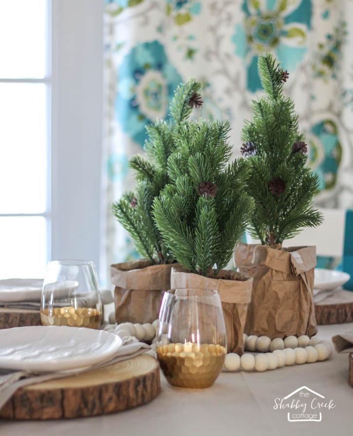 round-table-winter-tablescape