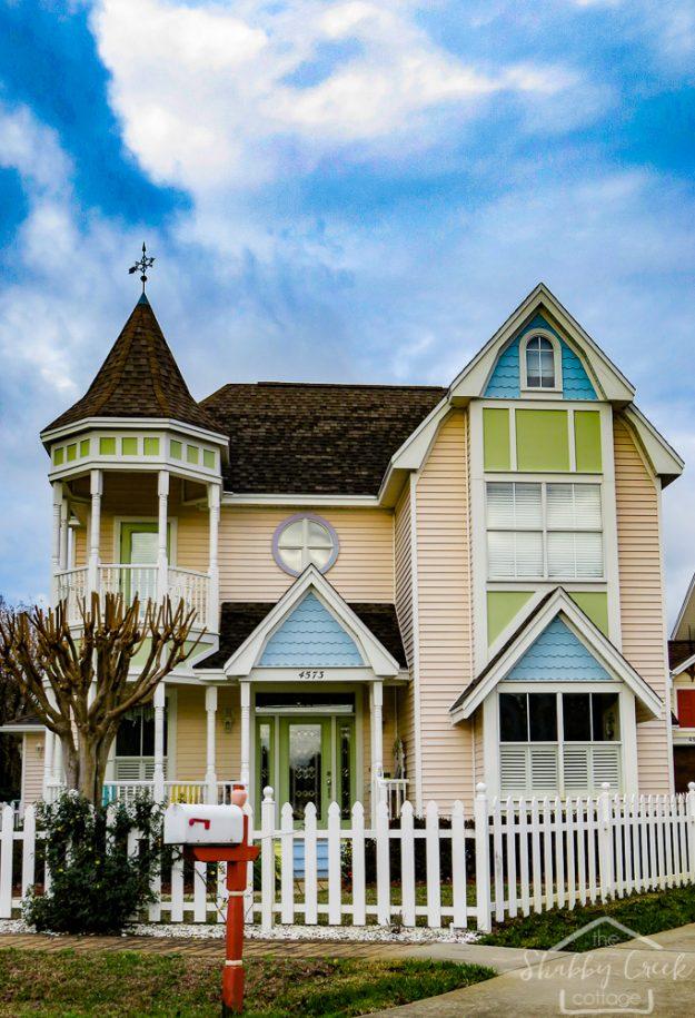Beautiful Beach Towns on the Emerald Coast: Crystal Beach, Florida