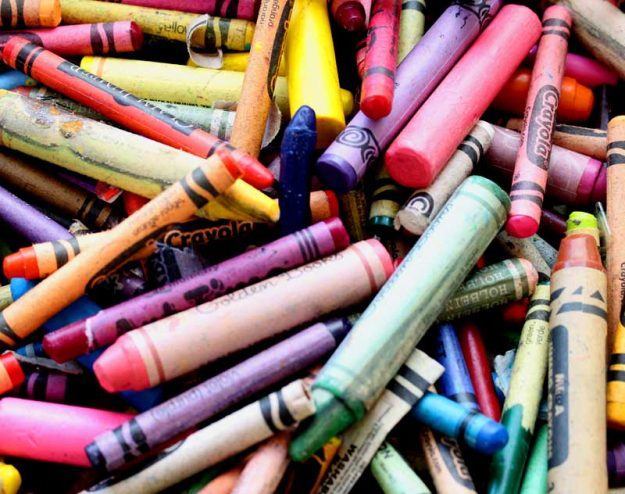 use crayons to color homemade crayon candles