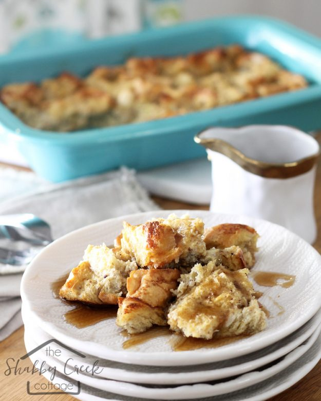 French toast casserole - this would be perfect for brunch! Looks so much easier than regular French toast.