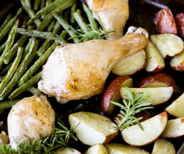 How to make quick and easy sheet pan chicken - only 5 minutes of prep time and dinner cooks itself!