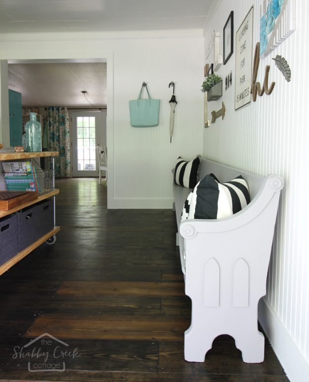 46 Best Farmhouse Home Decor Ideas You Will Totally Love: This Church Pew Makeover Gave An Antique A Whole New Life