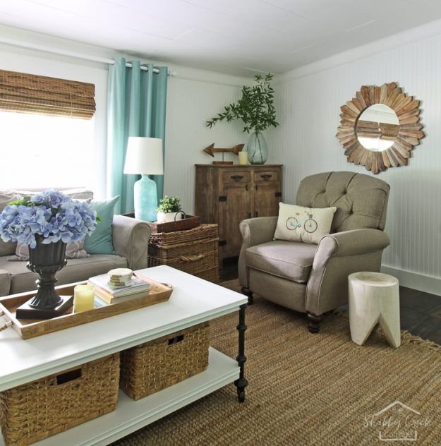 Farmhouse style summer decorating ideas - love that coastal vibe that just screams SUMMER!