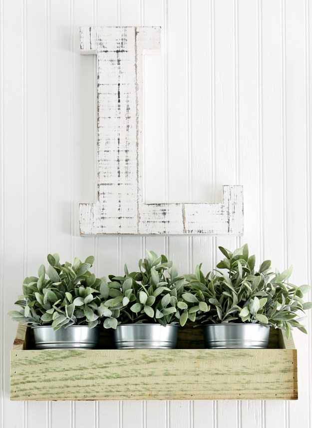 How to make a gorgeous rustic wooden wall bin for farmhouse wall decor in just a few minutes for only $2