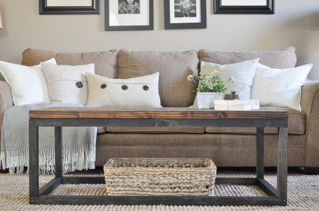 Beautiful Ideas on How to Build a Rustic Coffee Table