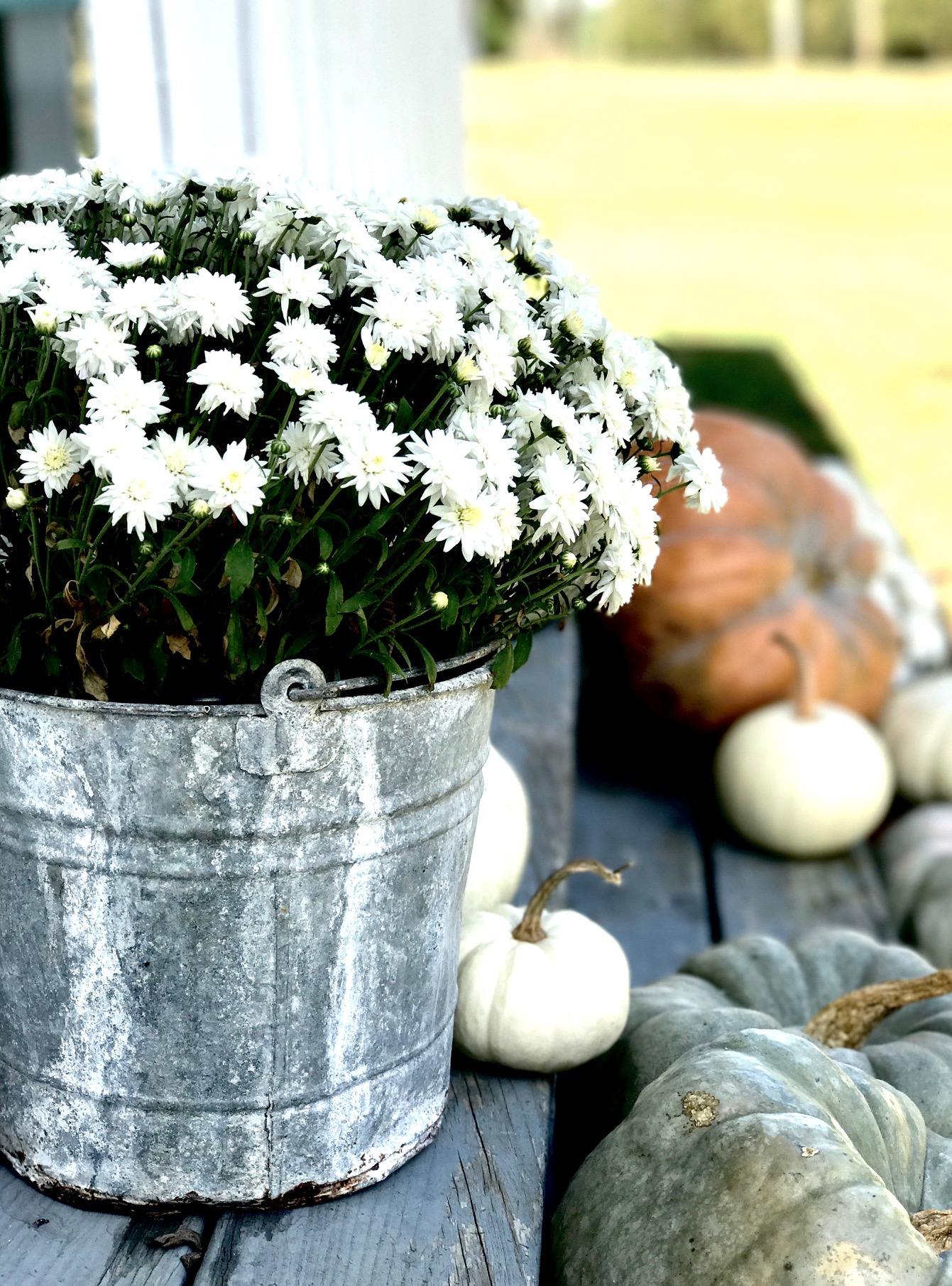 adding vintage touches to fall outdoor decorating