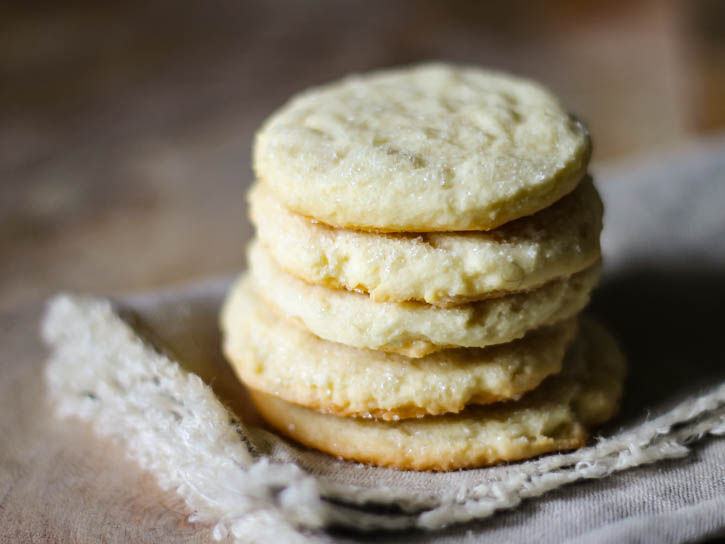 Simple chewy sugar cookies - these look amazing - and SO easy!