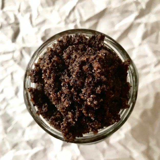 how to make your own mocha sugar scrub in just a few minutes with every day ingredients. This would be such a good homemade gift - it's super easy and I bet it smells SO good!