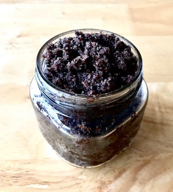 Looking for a super easy gift idea? This mocha sugar scrub is perfect for any coffee lover! It only takes a few ingredients & a couple of minutes to make!