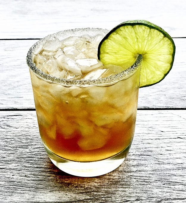 Love Margaritas? Love Sweet Tea? Then you'll go crazy over sweet tea margaritas! It's the best combination of two classic drinks in one yummy glass!