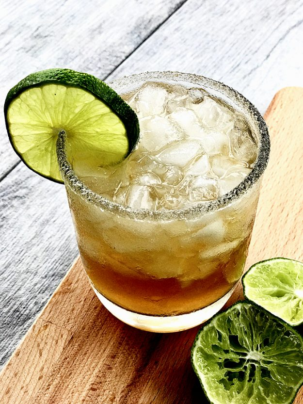Love Margaritas? Love Sweet Tea? Then you'll go crazy over sweet tea margaritas ! It's the best combination of two classic drinks in one yummy glass!