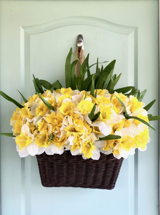 Simple Spring Wreath in Under 10 Minutes