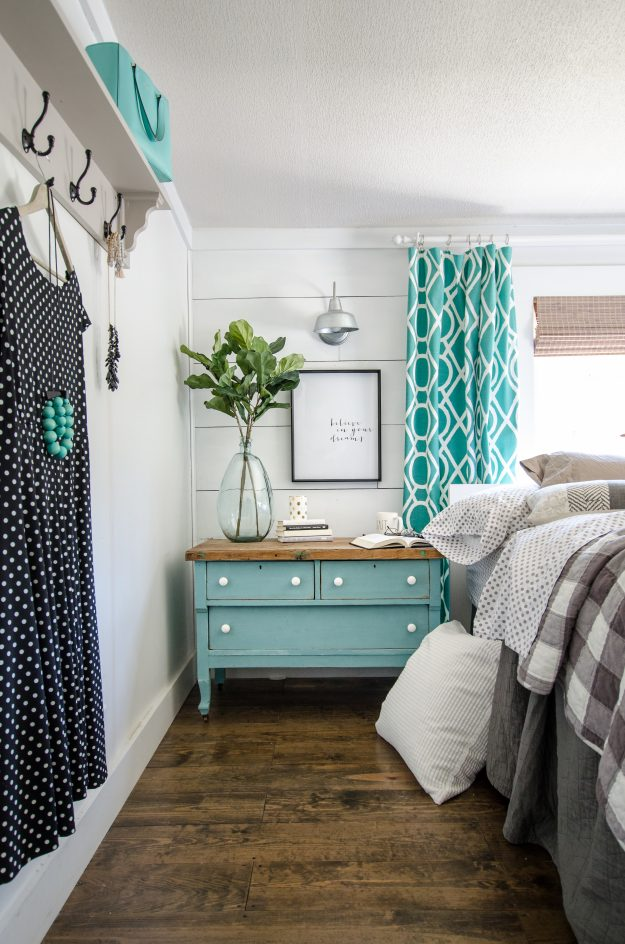 gorgeous farmhouse home tour - can you believe this is a MOBILE HOME?!?